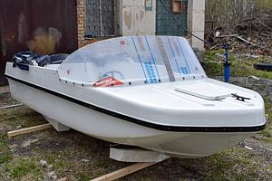 Стеклопластиковый капотный катер Легант-380 Авто
